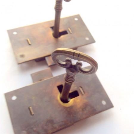 2 x flush locks Vintage stye antique look solid heavy brass aged 2 key lock works 2.1