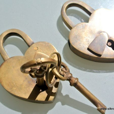 "2 Vintage style antique ""HEART LOVE "" shape wedding Padlock solid brass 2 keys heavy lock works 3"""
