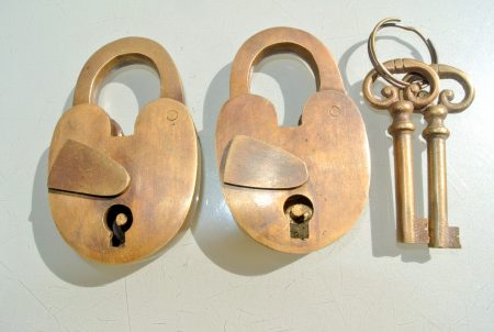 2 Antique style Vintage BRASS OLD PADLOCK with Skeleton KEY LOCK UNUSED & WORKING 80 mm x 50 mm opening 23 mm 2 keys solid heavy brass works great