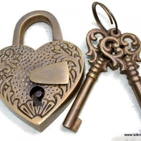 "stunning EMBOSSED 3"" Vintage style antique ""HEART LOVE PADLOCK "" shape solid brass 2 keys heavy lock works polished"